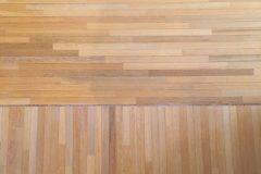 Mozaika przemysłowa układana na dziko, drewno egzotyczne, różnica w lakierach podkładowych