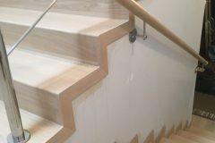 Renowacja schodów dębowych i barierek, wybielanie BONA WHITE i wykończone BONA TRAFFIC HD PÓŁMAT